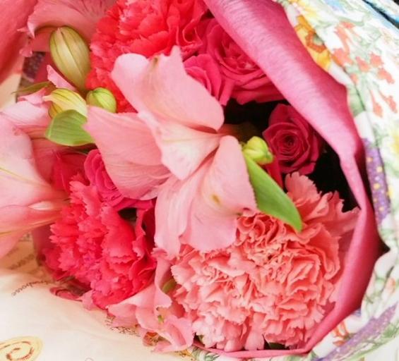 エプロンと花束を贈りましょう